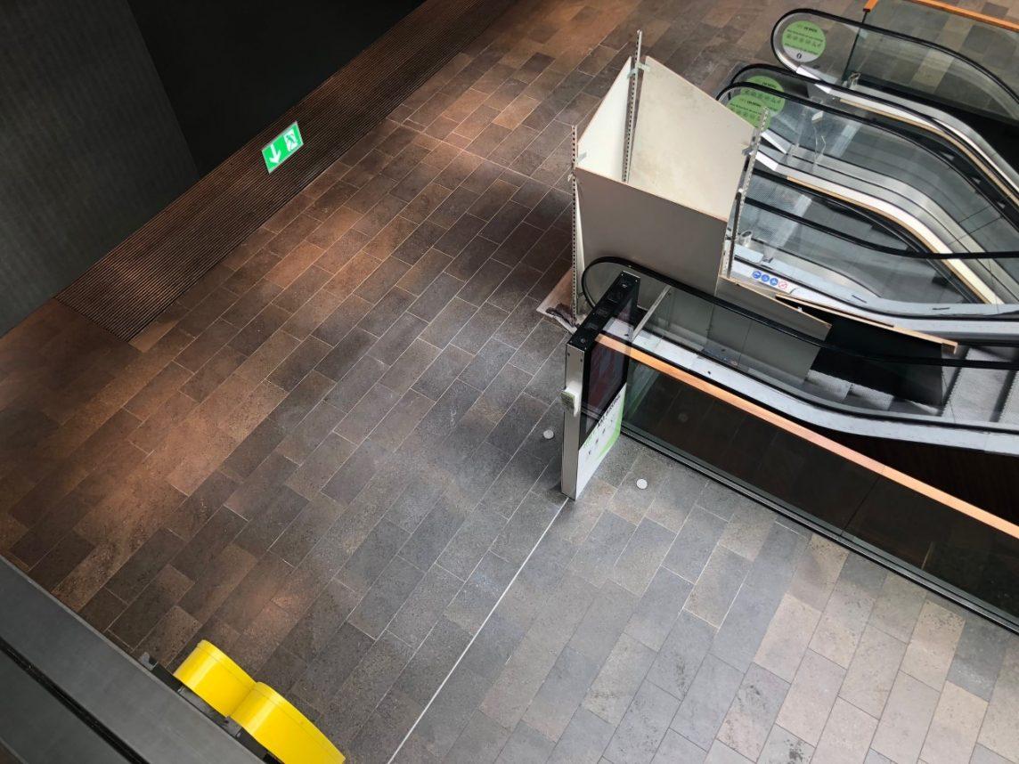 reinigung und kratzer entfernen von naturstein in einem einkaufszentrum finalit m nchen. Black Bedroom Furniture Sets. Home Design Ideas
