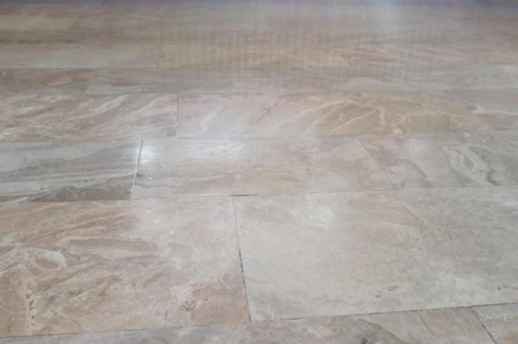 Marmorboden schonend poliert